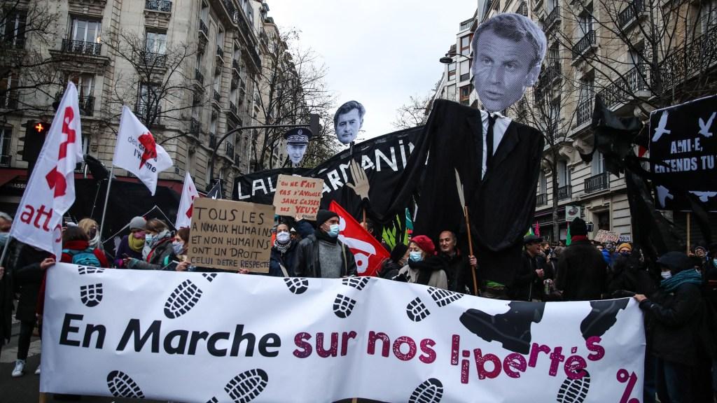 Protestas contra ley de seguridad en Francia dejan 95 detenidos y 67 policías heridos - Manifestación contra ley de seguridad en Francia. Foto de EFE