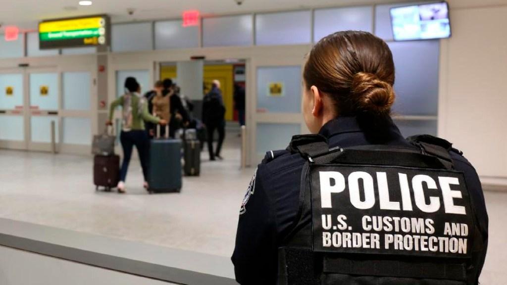 Mexicano vetado por error en EE.UU. pide Visa humanitaria para sepultar a su esposa - Mexicano vetado en EE.UU. por error pide visa humanitaria para sepultar a su esposa. Foto Twitter @CBP