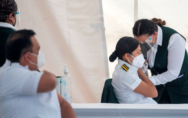 AMLO da inicio a la vacunación masiva contra COVID-19 en México - Foto de EFE