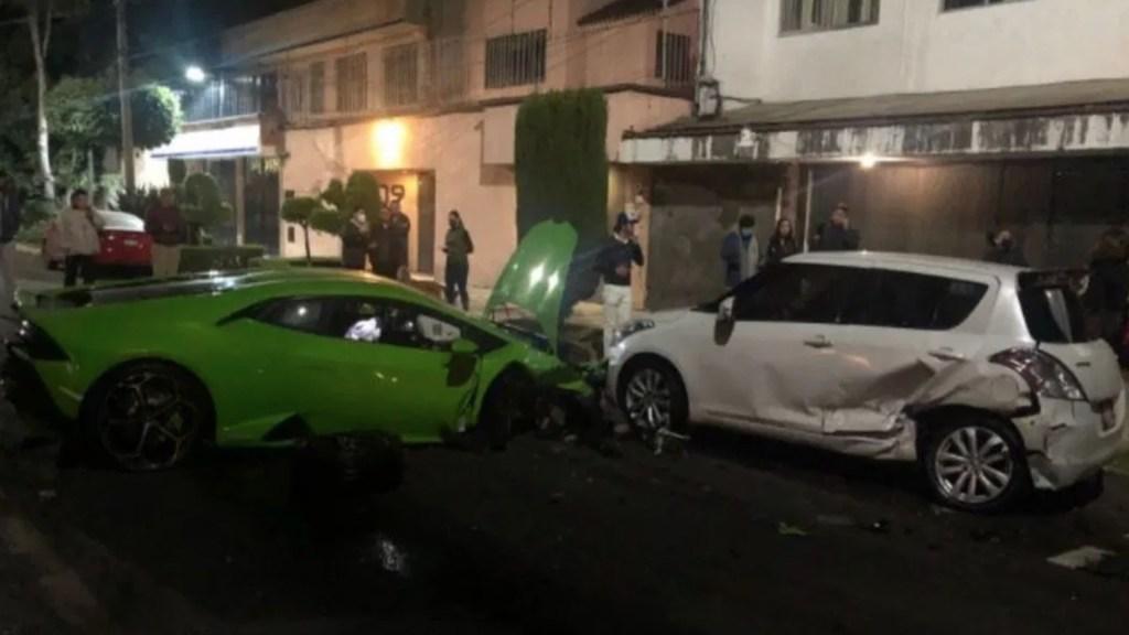 Lamborghini choca contra dos vehículos estacionados en Polanco; conductor huye del lugar - Foto de @MrElDiablo8