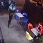 #Video Policía frustra robo mientras comía helado con su hijo; hiere a un asaltante