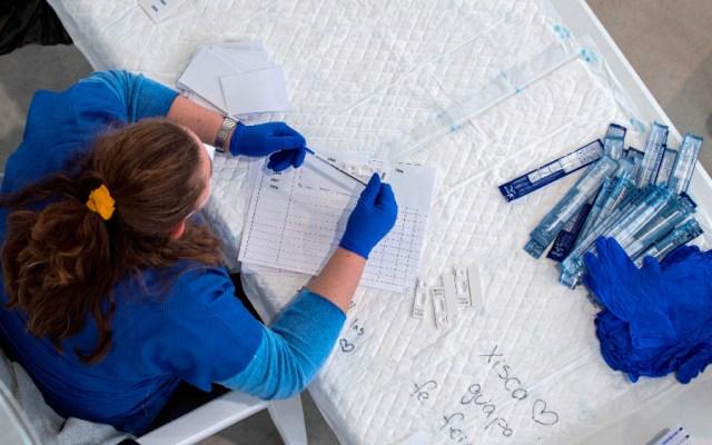 Mundo roza los 72 millones de casos de COVID-19; 500 mil en la última jornada - Foto de EFE