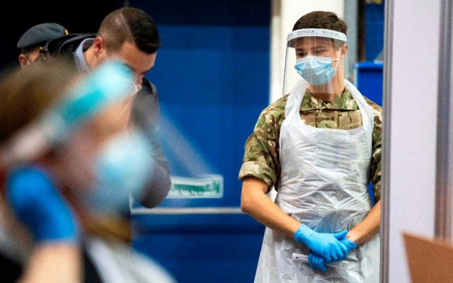 """Boris Johnson avisa que el Reino Unido no puede """"relajarse"""" hasta que llegue la vacuna - Foto de EFE"""