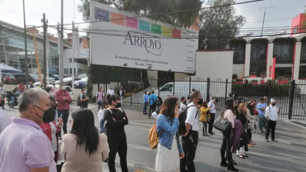 Se disputan padre e hijo administración del Restaurante Arroyo; golpeadores intentan irrumpir en el lugar - Foto de @vialhermes