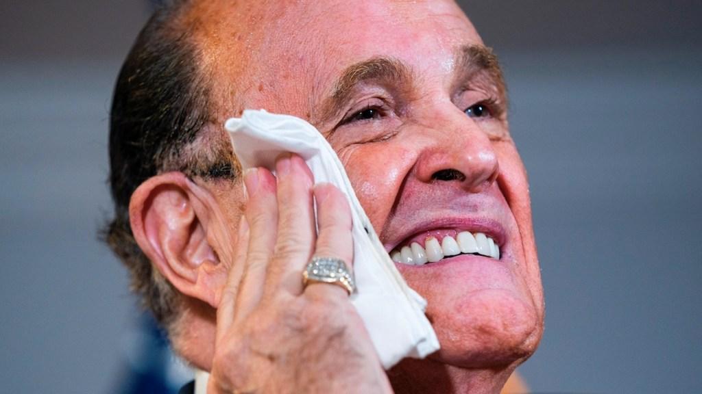 Hospitalizan a Rudy Giuliani por COVID-19 - Foto de EFE