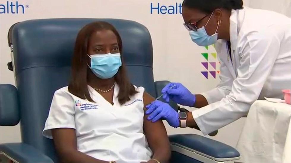Estados Unidos comienza a vacunar contra COVID-19 a su personal de Salud - Sandra Lindsay. Foto de MSNBC.