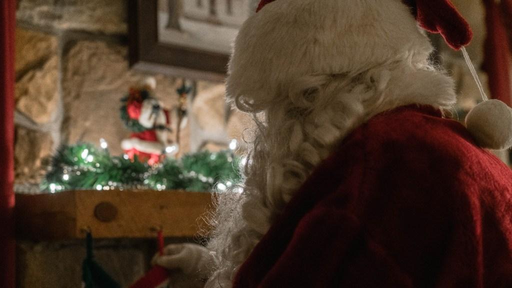 Actores que personificaron a Santa y la señora Claus se toman fotos con niños y dan positivo a COVID-19 días después - Santa Claus