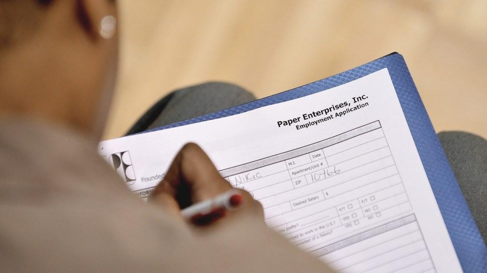 Desempleo en EE.UU. cae al nivel más bajo desde antes de la pandemia - Solicitud de empleo en EE.UU. Foto de EFE