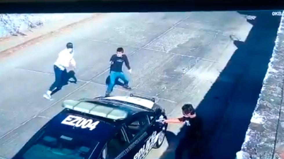 #Video Sujetos asesinan a quemarropa a policía en Emiliano Zapata, Morelos - Tres sujetos asesinan a quemarropa a policía de Morelos en una patrulla; le disparan en más de 15 ocasiones