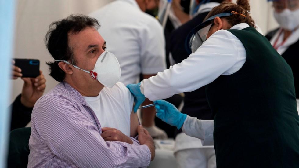 """AMLO convoca a mexicanos a vacunarse contra el COVID-19; """"eso nos va a proteger, no hay otra cosa"""", dijo - Foto de EFE"""