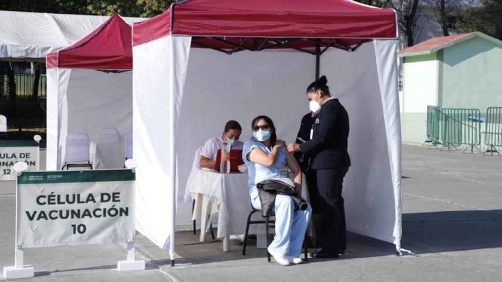 No hay registro de reacciones graves tras aplicación de vacuna contra COVID-19 en México - Foto de IMSS