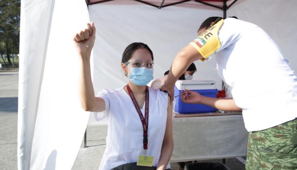 México ha recibido 53 mil 625 dosis de vacuna de Pfizer contra el COVID-19; se han vacunado 24 mil 998 personas - Foto de IMSS