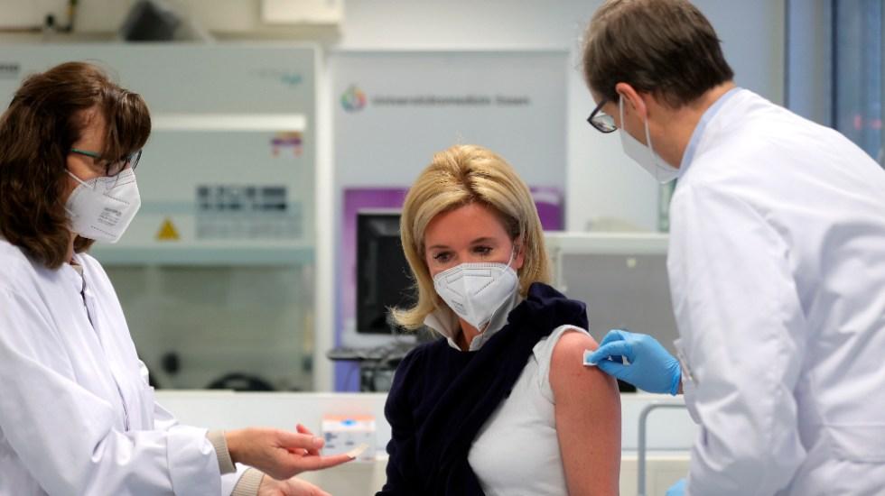 Unión Europea logra vacunar a 70 por ciento de su población adulta - Vacunación contra COVID-19 en Alemania. Foto de EFE / Archivo