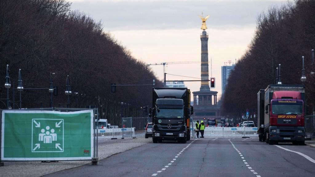 Angela Merkel prevé que colegios y guarderías sean los primeros en reabrir - Foto de EFE