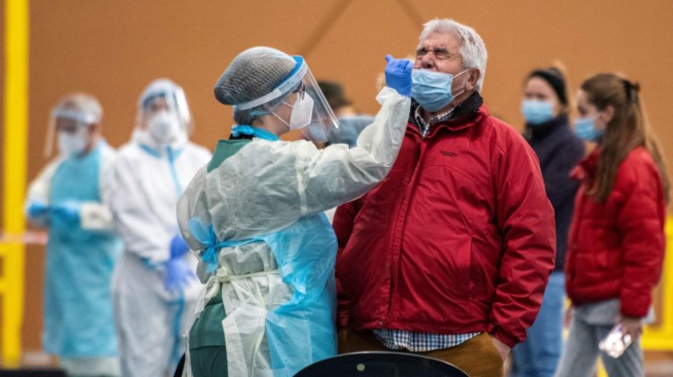 Disminuyen contagios de COVID-19 en España tras medidas estrictas de confinamiento - Aplicación masiva de pruebas de COVID-19 en España. Foto de EFE