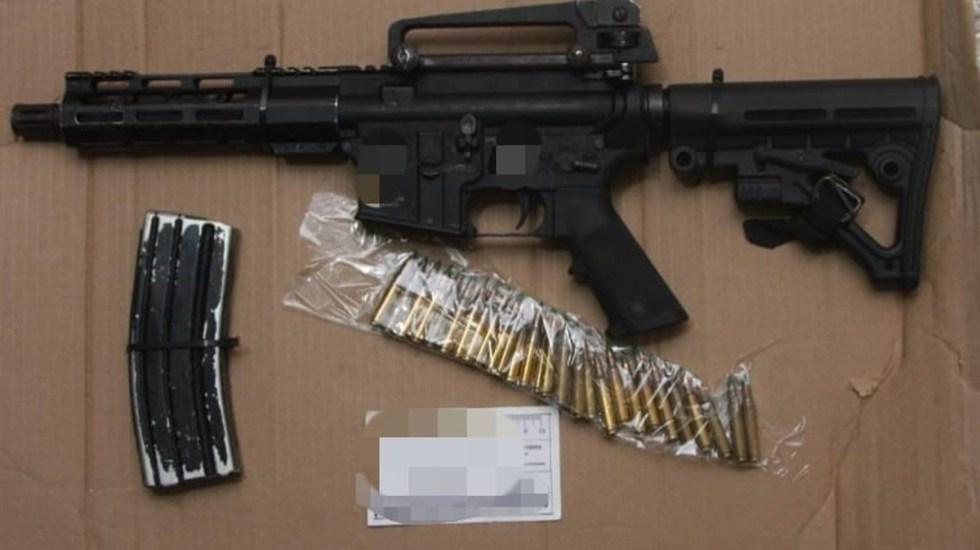 México busca regulación de venta de armas en EE.UU. para controlar tráfico ilícito - Arma larga y cartuchos decomisados a ocho hombres en Veracruz. Foto de FGR