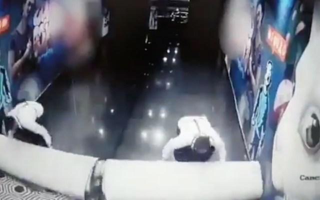 #Videos Así limpiaron la escena del asesinato del exgobernador Aristóteles Sandoval - Captura de pantalla
