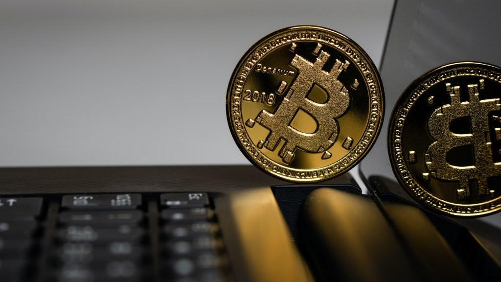 Aprobación del bitcoin desata incertidumbre en la banca salvadoreña - Bitcoin. Foto de Aleksi Räisä / Unsplash