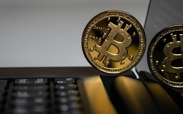 Bitcoin supera los 40 mil dólares y suma un nuevo máximo histórico - Bitcoin. Foto de Aleksi Räisä / Unsplash