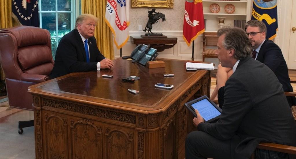 Joe Biden retira del Despacho Oval misterioso botón rojo que dejó Trump - Botón rojo Donald Trump