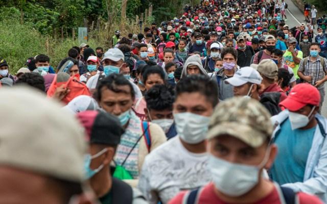 Caravana migrante hondureña esquiva obstáculos y camina con rumbo a EE.UU. - Foto de EFE