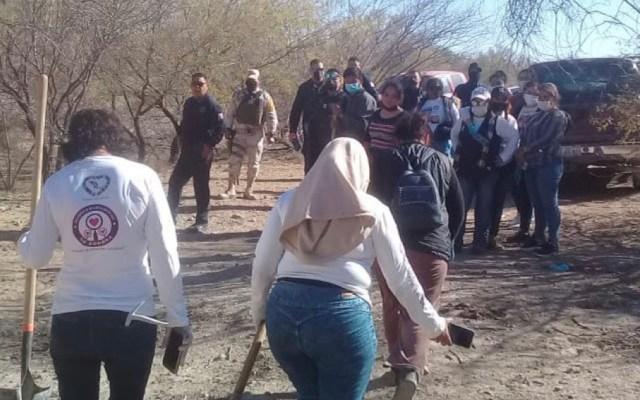 Hallan en Sonora 19 fosas clandestinas con restos de al menos 10 víctimas - Colectivo Madres Buscadoras de Sonora. Foto de @buscadorasonora