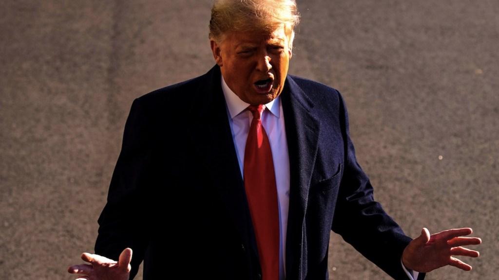 """Trump asegura que hay """"cero riesgo"""" de que lo destituya su gabinete - Foto de EFE"""