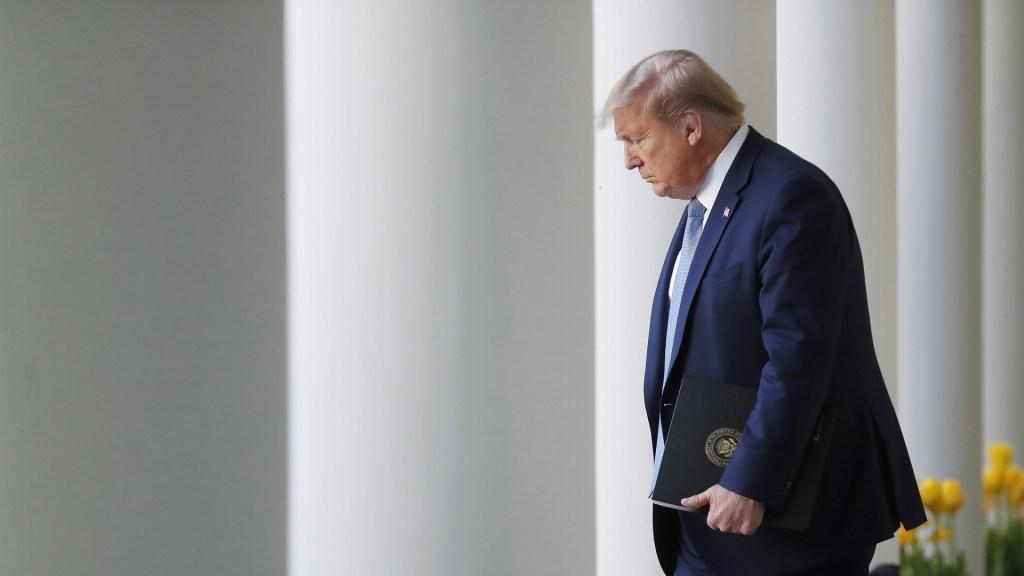 SCJN cierra juicio de Donald Trump contra empresas mexicanas por Miss Universo - Donald Trump saliendo de la Casa Blanca. Foto de EFE