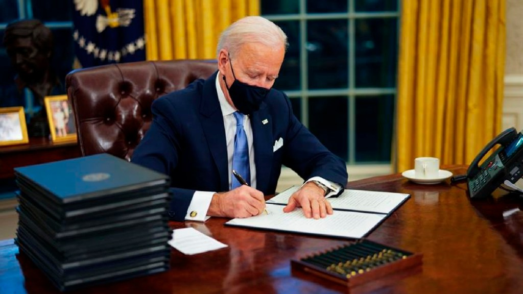 Estados Unidos pasa página con Joe Biden, quien en horas deshace legado de Trump - Estados Unidos pasa página con Joe Biden. Foto EFE