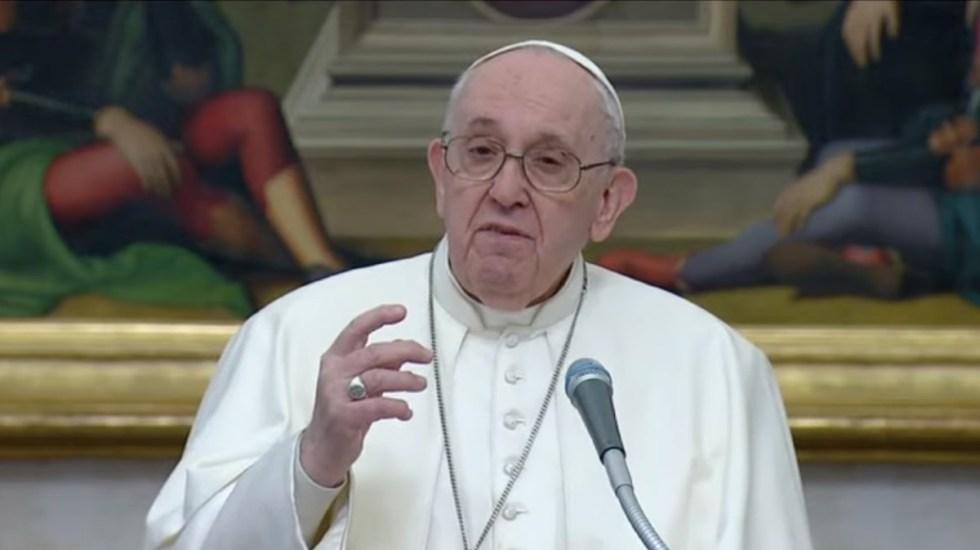 Arremete papa Francisco contra quienes salen de vacaciones en pandemia - Papa Francisco durante rezo del Ángelus. Captura de pantalla