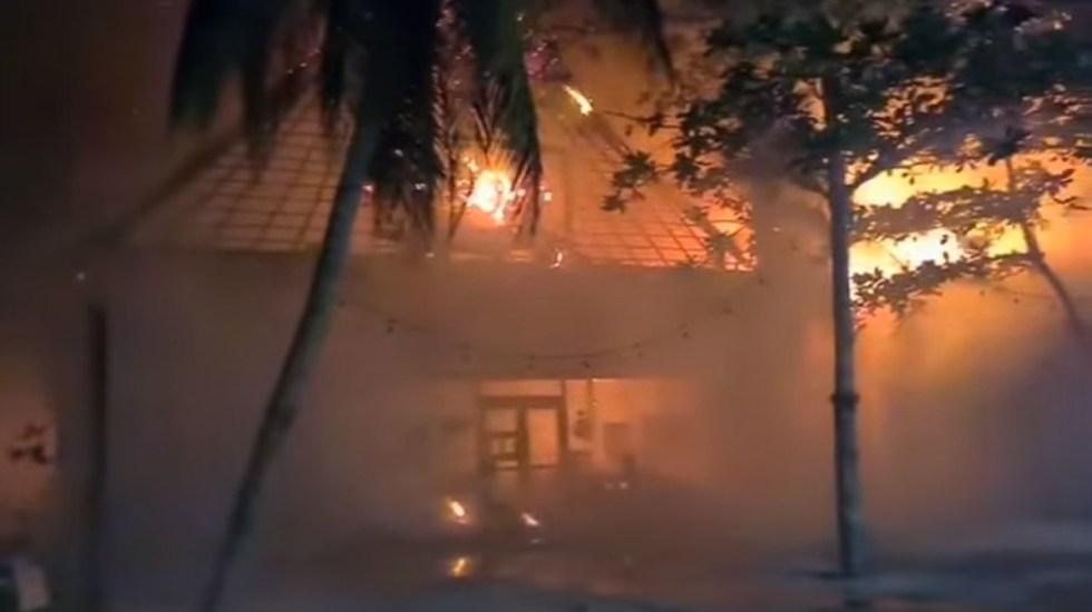 #Video Incendio consume plaza comercial de Tulum - Incendio en plaza comercial de Tulum. Captura de pantalla