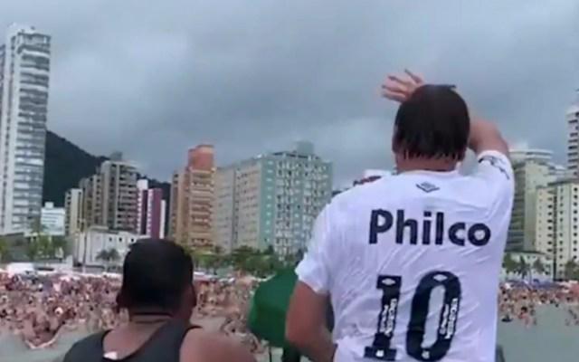 #Video Califican como irresponsable a Bolsonaro por aparecer en playa - Captura de pantalla