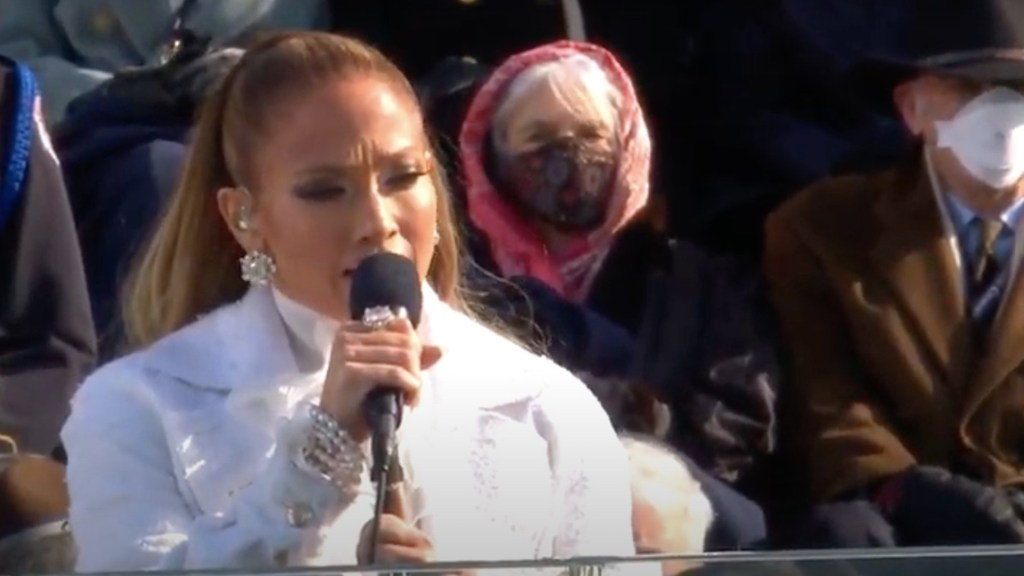 #Video Jennifer Lopez recita el juramento de lealtad en español en la investidura de Joe Biden - Captura de pantalla