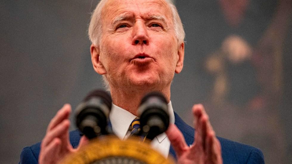 Biden se concentra en lucha contra la pandemia mientras escasea la vacuna - Foto de EFE