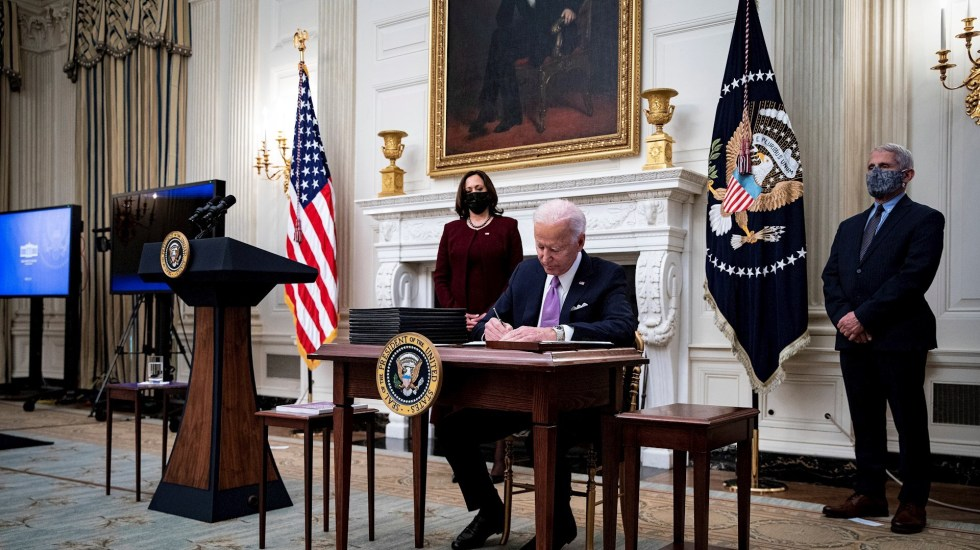 Biden anuncia plan ante COVID-19; EE.UU. exigirá cuarentena a viajeros extranjeros - Joe Biden. Foto de EFE/EPA/Al Drago / POOL.