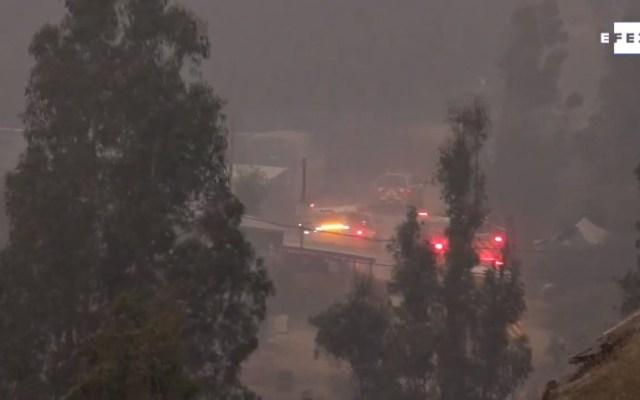 Desalojan a 25 mil personas por incendio forestal en el centro de Chile