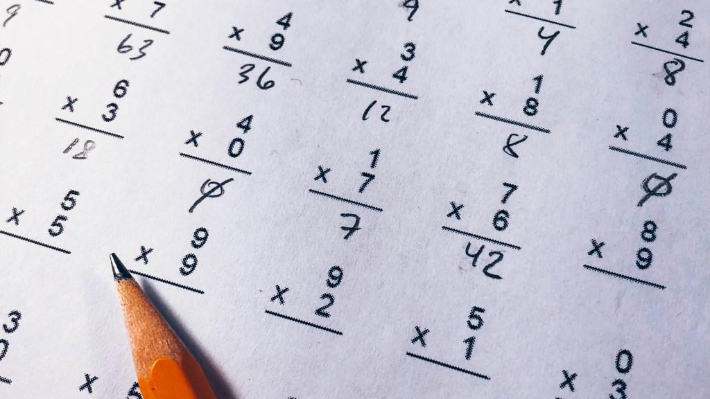 Pandemia evidencia la alta deficiencia de alumnos mexicanos en matemáticas - Solución de multiplicaciones. Foto de Chris Liverani / Unsplash