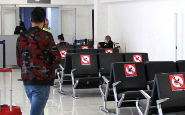México deporta a pareja gay de Jamaica que buscaba asilo por motivos de violencia - Suspenden vuelos debido a paso de Grace. Foto Twitter @AICM_mx