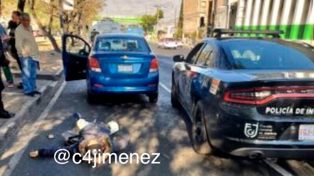 Policías abaten a asaltante por robo a automovilista en Iztapalapa - Policías abaten a presunto asaltante por robo a automovilista en Iztapalapa. Foto Twitter @c4jimenez