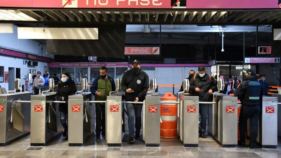 Metro de la CDMX alcanza 100 por ciento de afluencia en Líneas 1 y 3 pese a COVID-19 - La Línea 1 del Metro capitalino reanudó el servicio tras el incendio en la Subestación del STC. El servicio inició con 10 trenes para complementarse horas más tarde con 6. y un tiempo de espera en andén de 5 minutos. Foto de @MetroCDMX