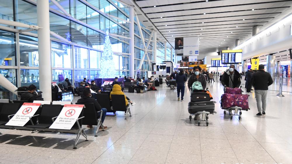 Reino Unido exigirá a los viajeros dos pruebas de COVID-19 durante la cuarentena - Foto de EFE