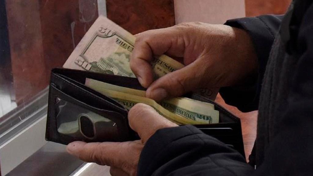 Remesas equivaldrán al 3.8 por ciento del PIB de México en 2020, estima BBVA - Remesas equivalen al 3.8 por ciento del PIB de México en 2020, estima BBVA. Foto EFE