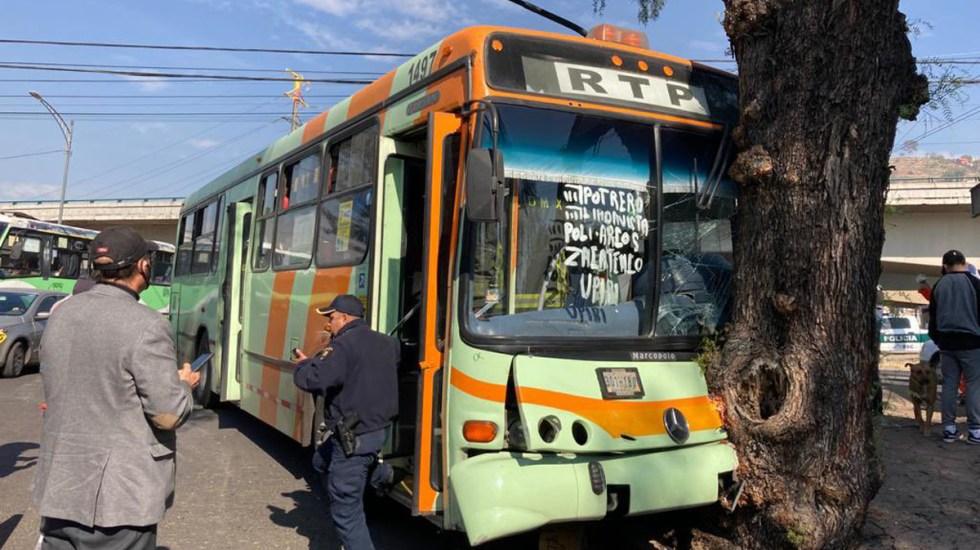 Choque de RTP contra árbol en la GAM deja 8 heridos - RTP que chocó contra árbol en la GAM. Foto de @israellorenzana