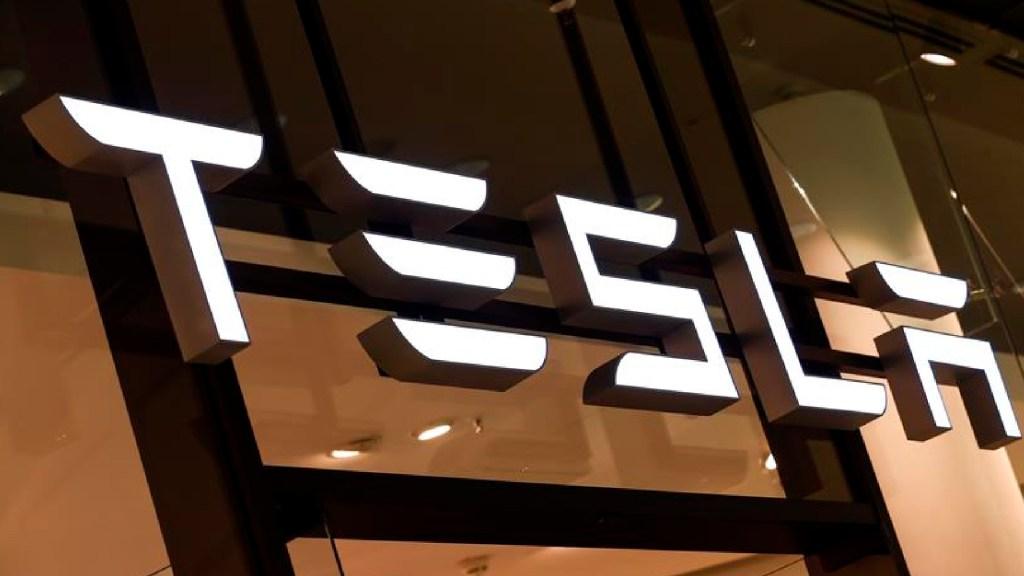 Tesla sufre caída en Wall Street arrastrada por sector tecnológico y bitcoin - Tesla sigue su escalada en Wall Street y ya vale más que Facebook. Foto EFE