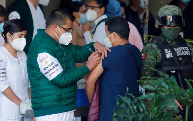 Gobierno prevé vacunar a 14.1 millones de mexicanos en primer trimestre de 2021; se recibirán 21.3 millones de dosis - Foto de EFE