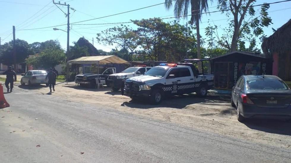 Asesinan a doce personas en carretera de Veracruz; una de las víctimas era policía - Vigilancia policial en Las Choapas tras asesinato de doce personas. Foto de @MunicipiosdeVeracruz