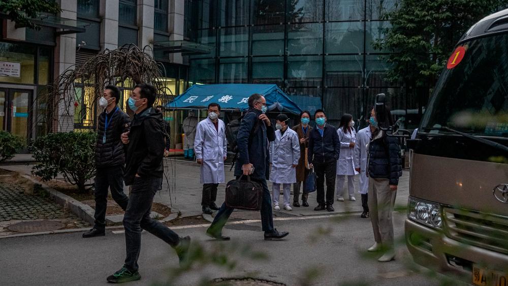 Misión de la OMS para buscar el origen del SARS-CoV-2 comienza a abandonar China - Misión de la OMS en Wuhan, China. Foto de EFE