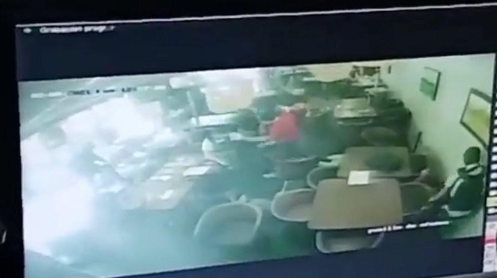 #Video Revelan imágenes de agresión en restaurante Los Otates de Zapopan - Captura de pantalla