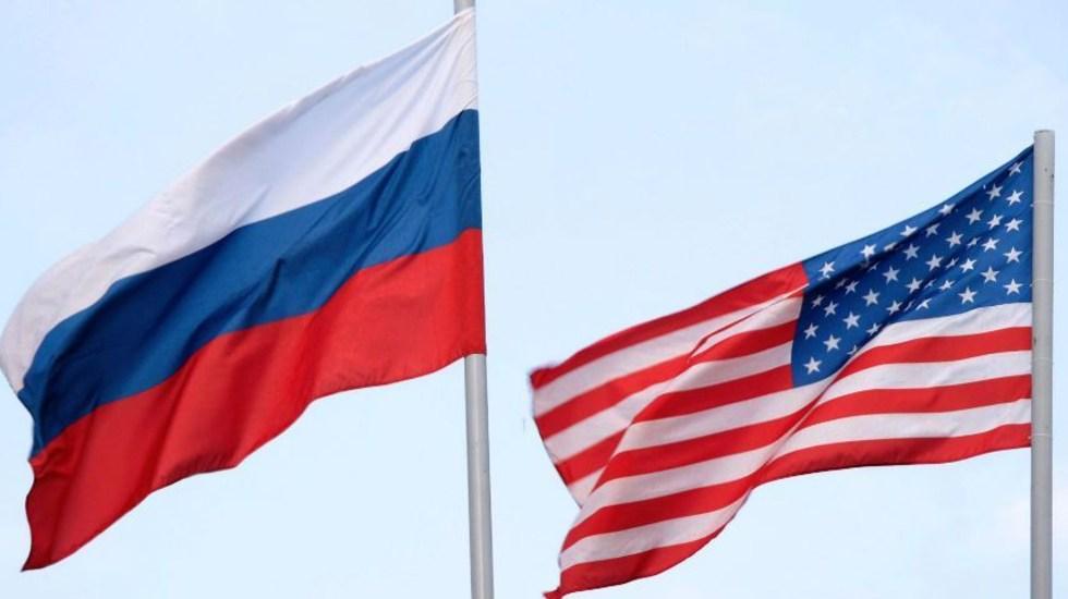 Rusia responde a EE.UU. con expulsión de 10 diplomáticos y sanciones - banderas Rusia EE.UU.