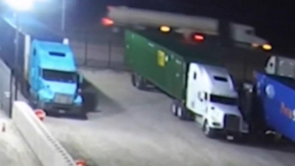Detienen a implicado en desaparición de migrantes que viajaban en camión en Texas - Foto de Twitter @valesia2